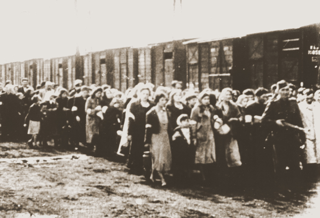 The Warsaw Ghetto http://www.HolocaustResearchProject.org