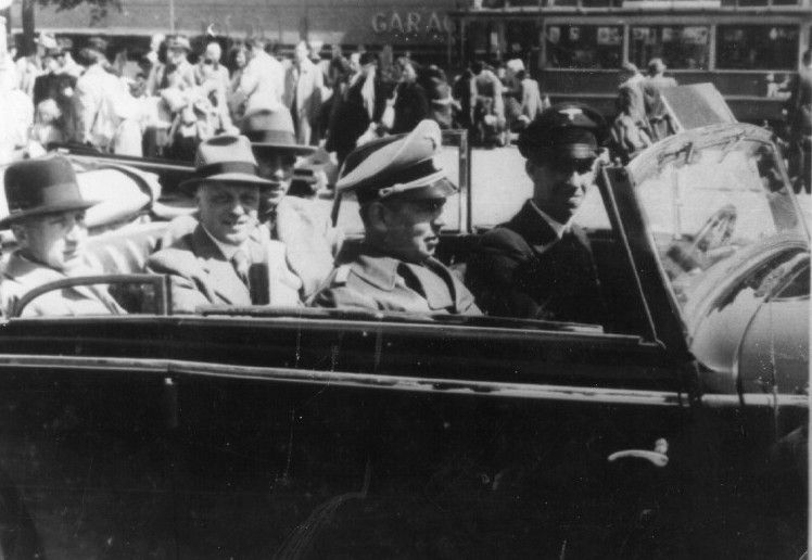 The SS general Hans Albin Rauter (second from the right), travelling in his car in Amsterdam.