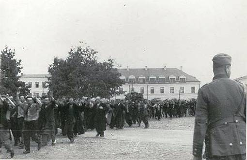 Jews are rounded up in Tomaszow Mazowiecki