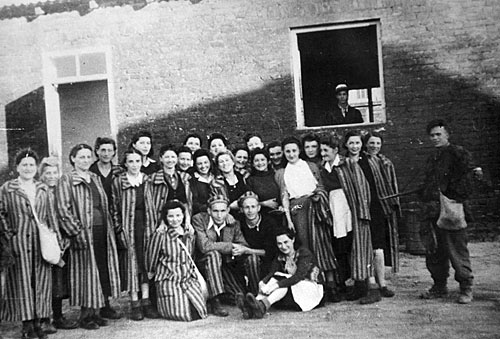 a research on oskar schindler and the jewish prisoners During world war ii, businessman oskar schindler rescued more than 1000  jews  of a list of up to 1,200 jewish prisoners needed to work in the new factory.